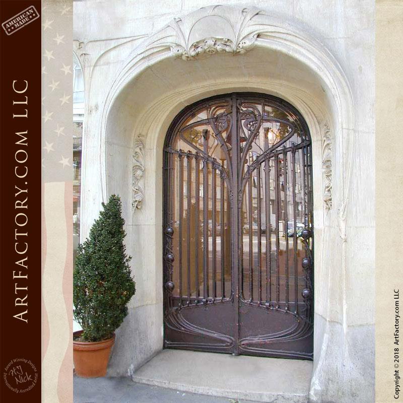 Historic Immeuble Jassedé Gate: Hector Guimard 1905 Paris, France