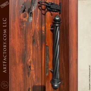 spear and twist door pull